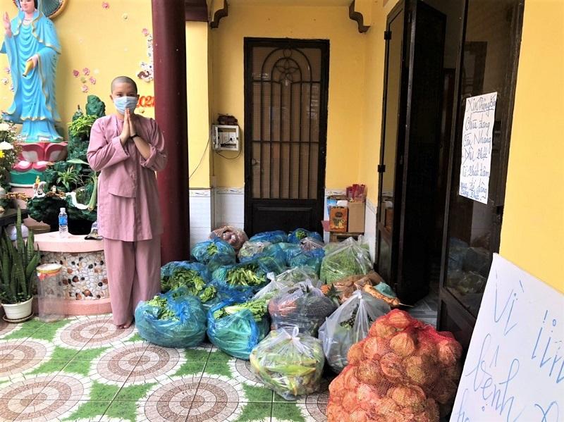 BÓ RAU, TRÁI BẦU LÀ ĐẦU CÂU CHUYỆN (Gần 4 tấn rau củ tươi xanh đã được tặng)