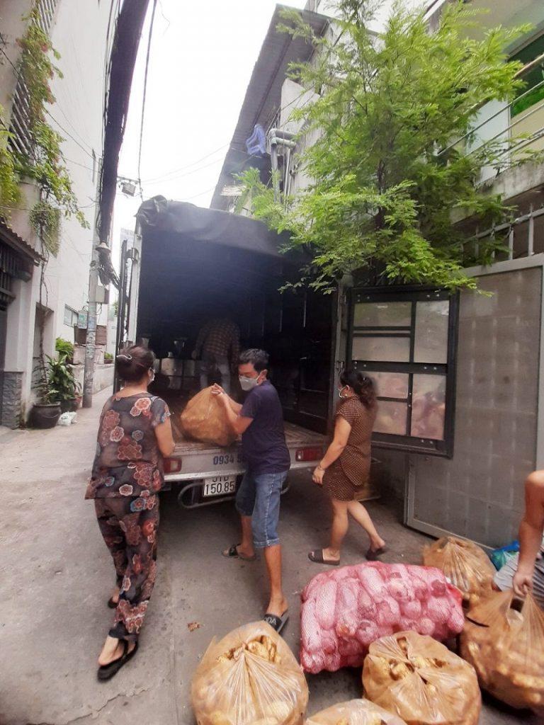 MỘT CHÚT LÒNG QUÊ GỬI VÀO THÀNH PHỐ (1.5 tấn củ cải trắng, 600kg cải thảo, 200kg rau muống, 30kg xà lách nhúng, 20kg củ dền)